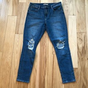 Levi's 721 High Rise Ripped Knee Skinny Jeans